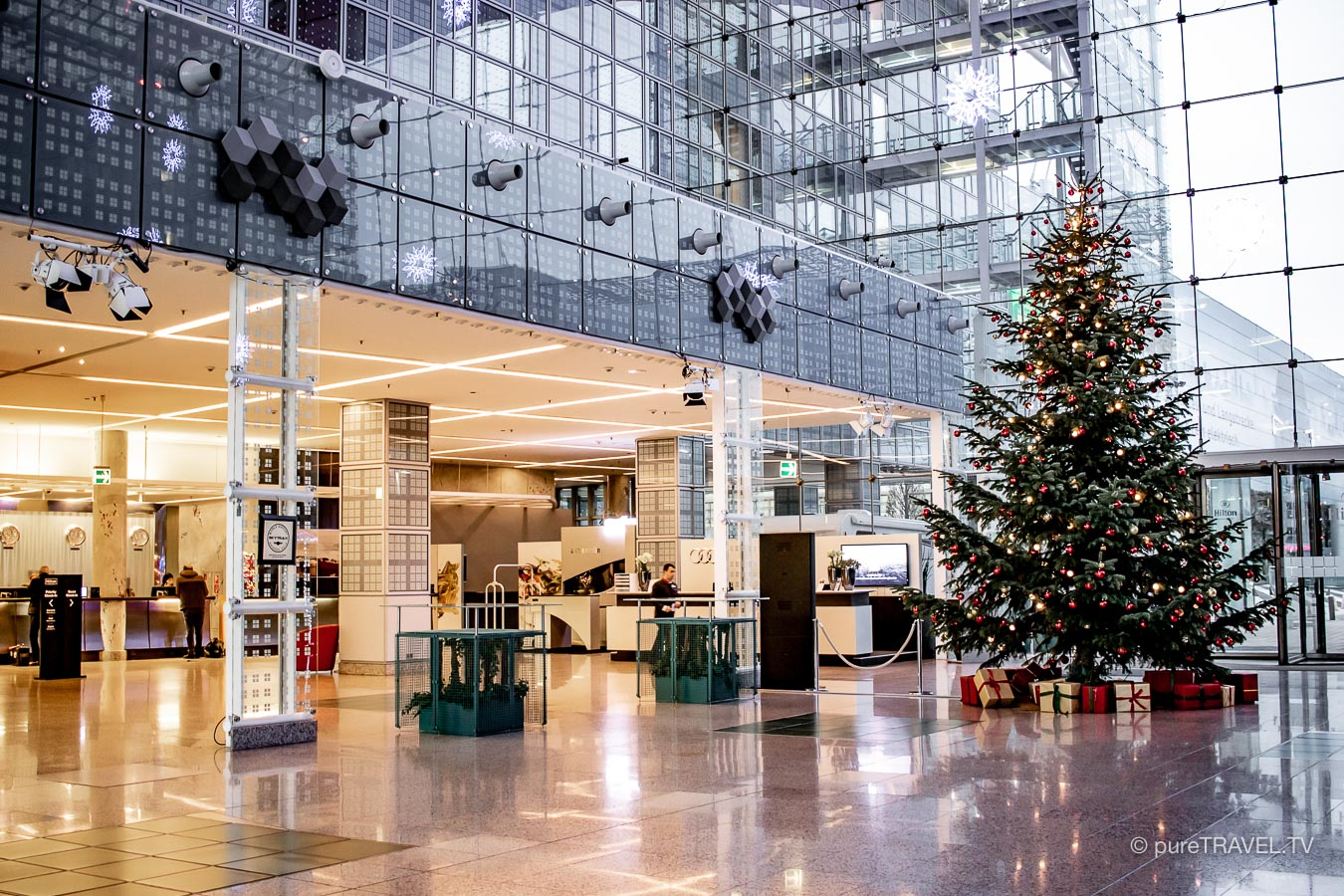 Airporthotel München - Hilton Munich Airport Hotel - Munich Terminals - Wintermarket and Christmas market - Buffet and new rooms